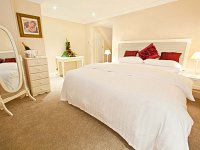 14 modern spacious double & twin en suite rooms ideal for a relaxing nights sleep.